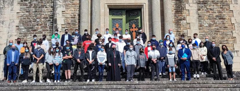 Alumnos Arzobispo escaleras 2021